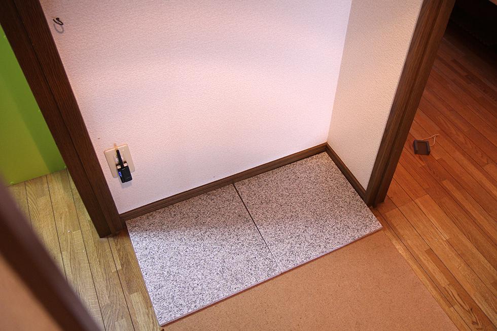 廊下の隅に並べて設置。ちょうどのサイズでした。