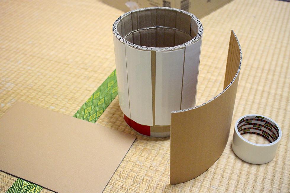 土管のベース。キャットプレイBOXの穴に合わせて筒状に丸めます